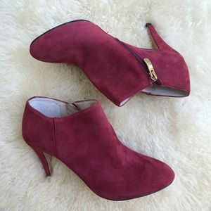 Vince Camuto Vive suede ankle booties boots wine